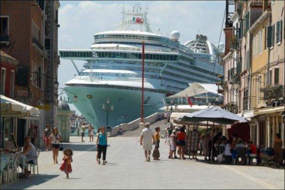 Жители Венеции против круизных лайнеров